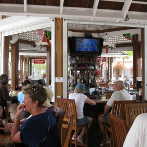 Einstein: Barbados center court bar