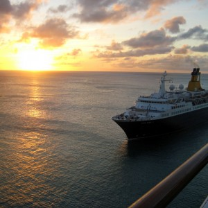 2011_03_04_Aruba_Saga_Pearl_Leaving_at_Sunset