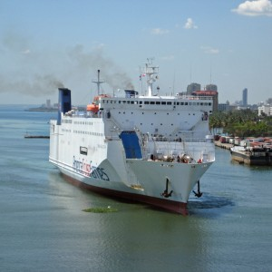 2011_03_11_DR_Mexican_Ferry_in_the_river