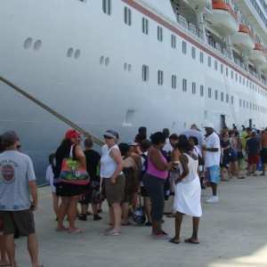 Long lines to get back on ship