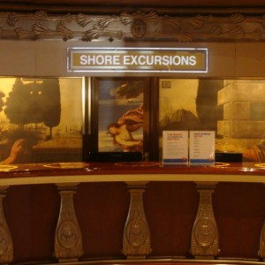Shore Excursion Desk