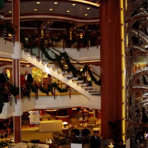 A photo of the main Atrium aboard the Star Princess